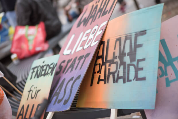 Demo-Banner von der Alaafparade 2017