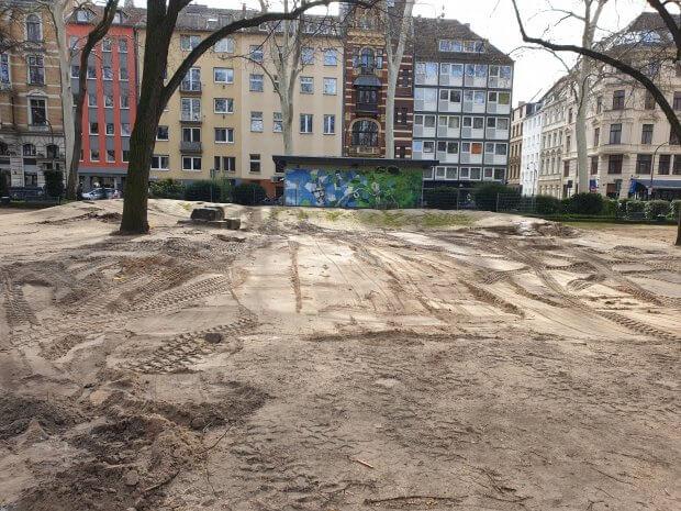 Rathenauplatz nach Demontage der Spielplätze