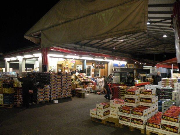 Großmarkthalle, innen, Gemüsehändler