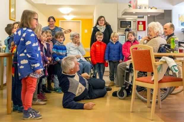 Clara-Elisen-Stift Kinder und SeniorInnen treffen aufeinander